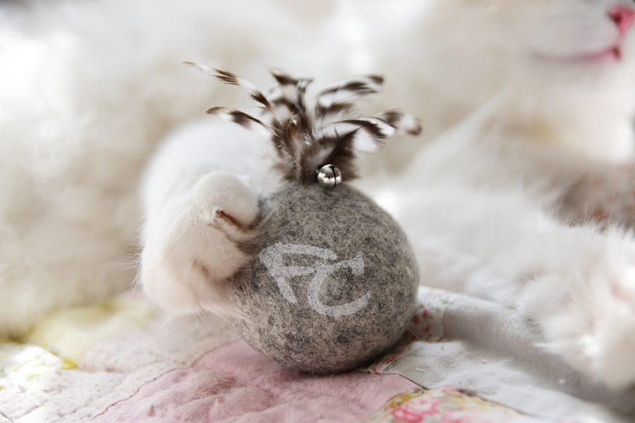 WOOLIE är en rolig kattleksak som lockar fram jaktinstinkten hos din katt